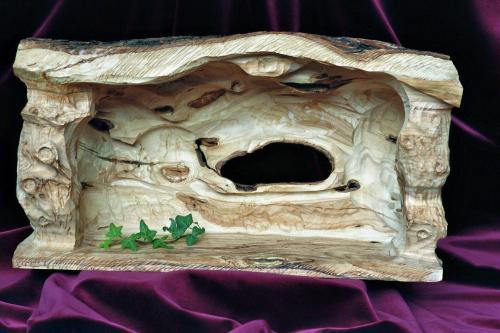 Krippenhaus aus Bethlehem. Krippenstall als Skulptur - aus Olivenholz handgeschnitzt. Circa 30 x 50 x 20 cm (HxBxT)